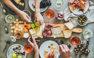 The Art of Wine & Charcuterie: How to create the perfect Charcuterie board to impress your guests!